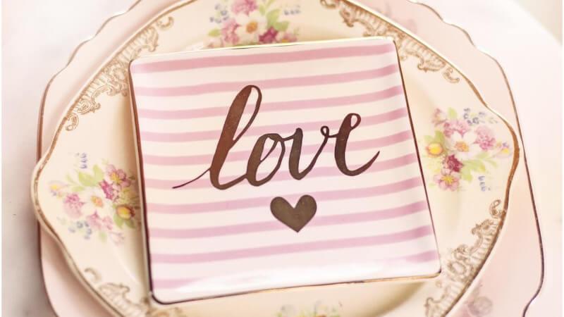 ide-unik-hadiah-pernikahan-parcel-piring-keramik-java-tableware